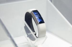 ces-2014-toshiba-smart-bracelet